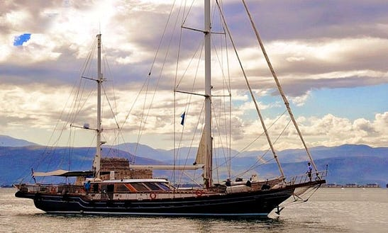 Luxury Sloop Charter In Athens Greece