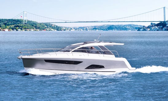 Experience The Life Of The Rich And Famous Aboard The Sealine C330 Motor Yacht In Hong Kong Island