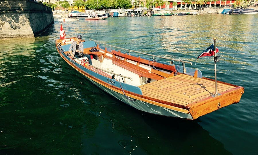 Book a MS Bellevue Center Console in Zürich, Switzerland for 12 people!