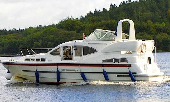 Hire 35' Motor Yacht Cruiser