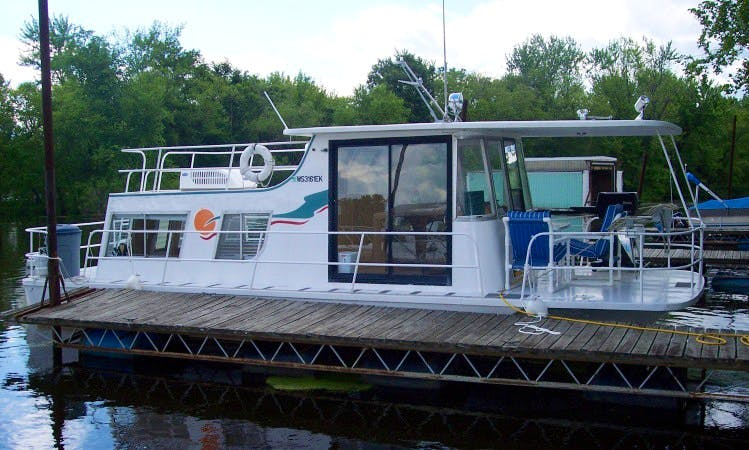 12x32 Housboat for Rent in Alma WI