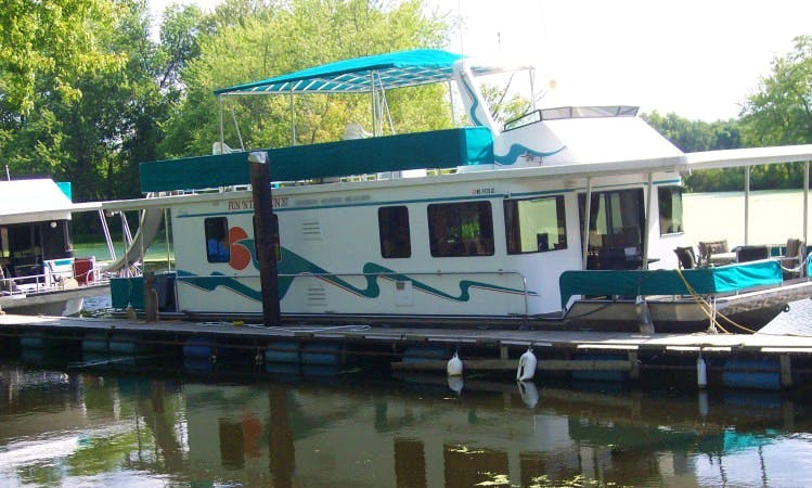 16x56 10 sleeper houseboat for rent in Alma WI