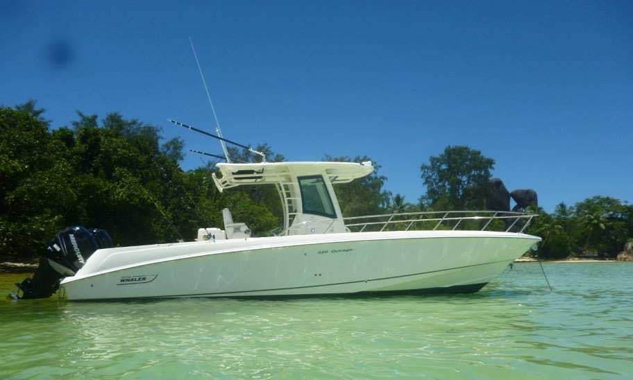 Center Console Boston Whaler Charter for 14 People in Mahé, Seychelles