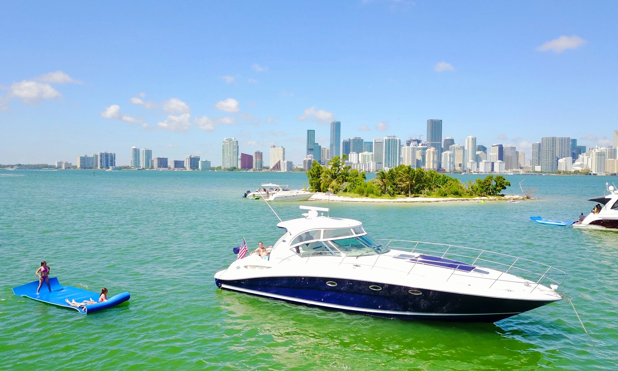45' Sea Ray Sundancer Yacht Rental In Miami, Florida