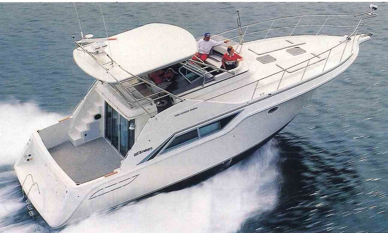 Private Cinque Terre Cruises aboard Cruiser 4280 Express Bridge Motor Yacht