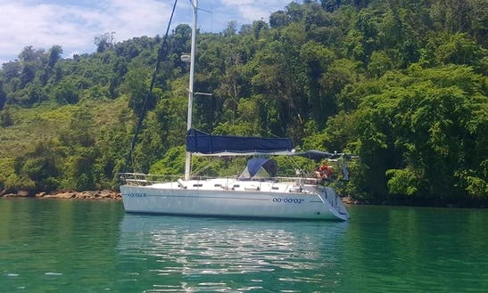 Get To Know Paraty Aboard An Amazing Sailboat!