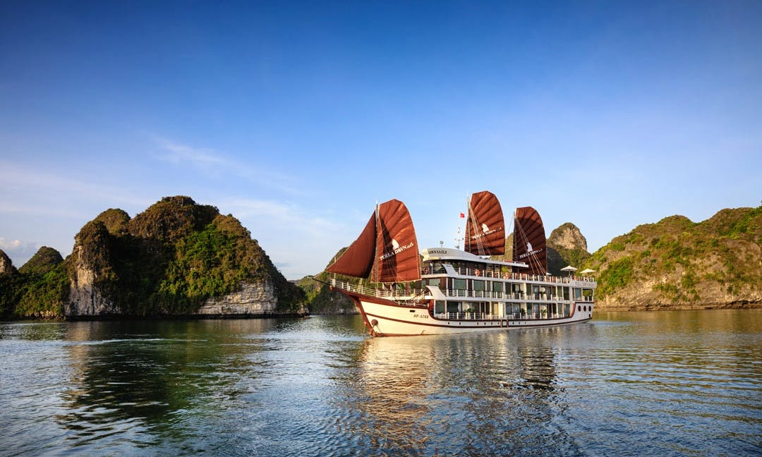 Perla Dawn Sails - Lan Ha Bay Luxury Cruise