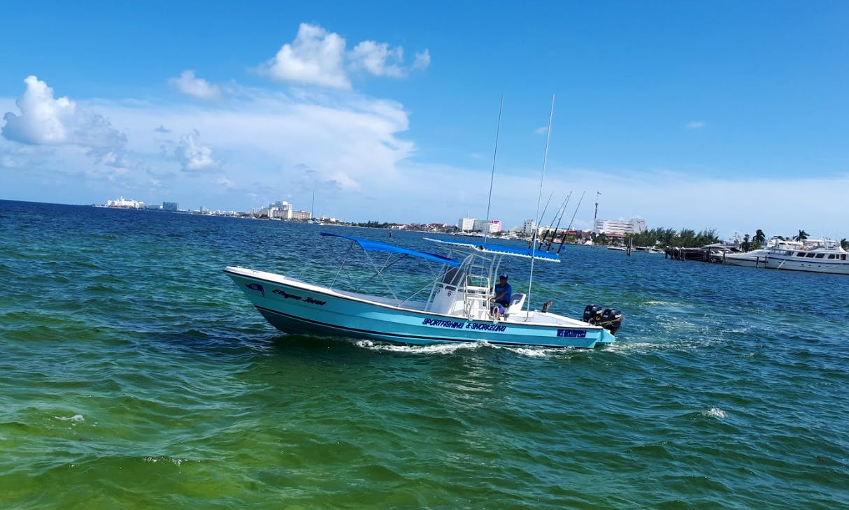 Private Fishing Charter for 6 People on 29' Imemsa Boat in Cancún