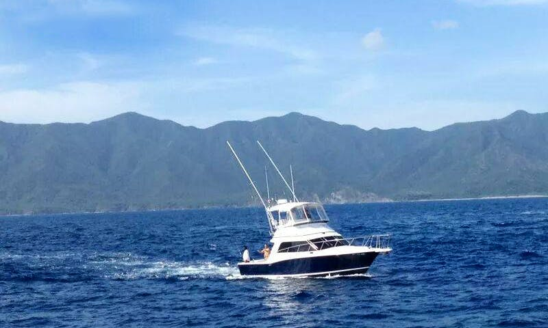 35' Cabo Sportfisher for 6 People in Quepos, Costa Rica
