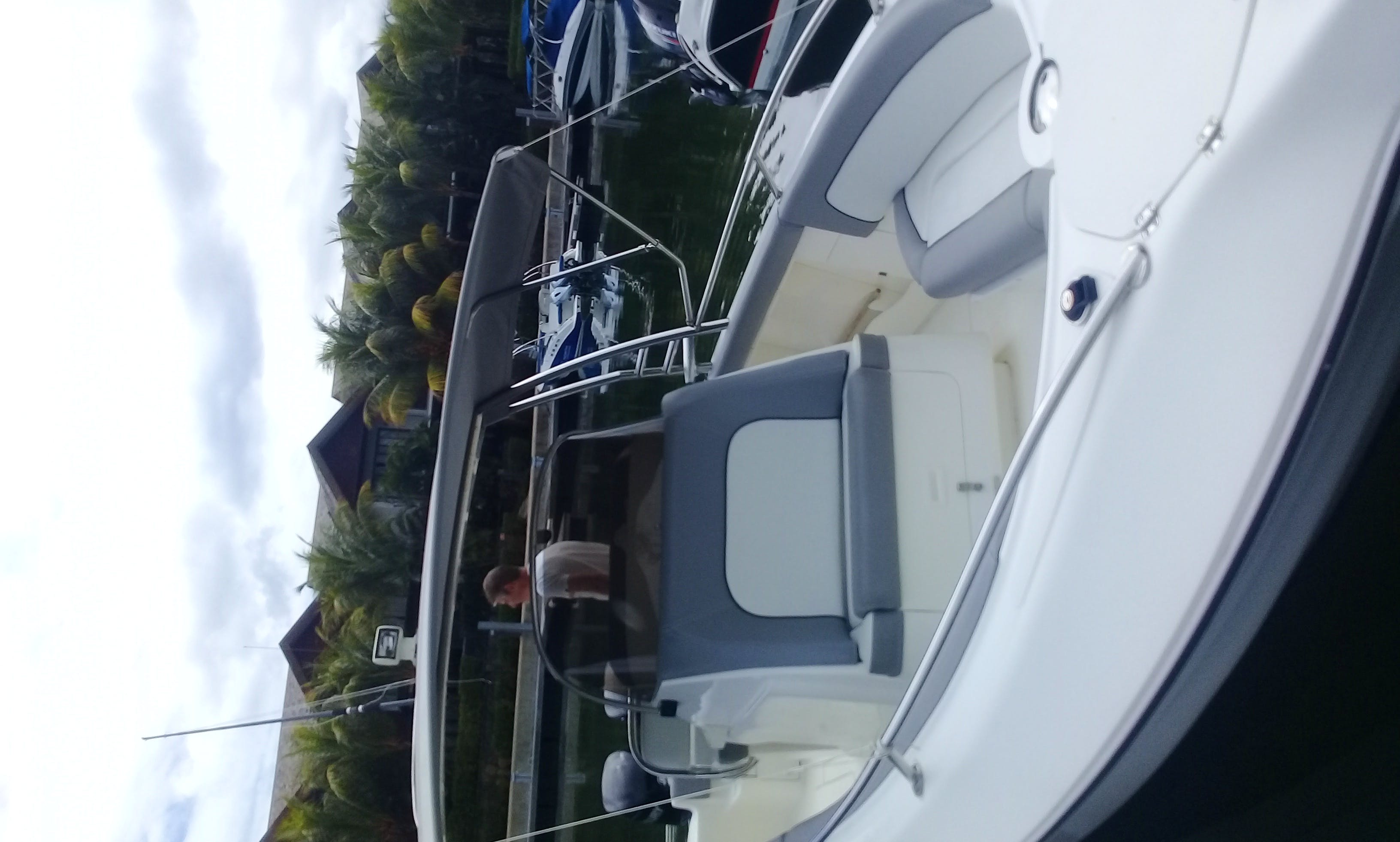 18ft Center Console Fishing Charter for 6 People in Albion, Mauritius