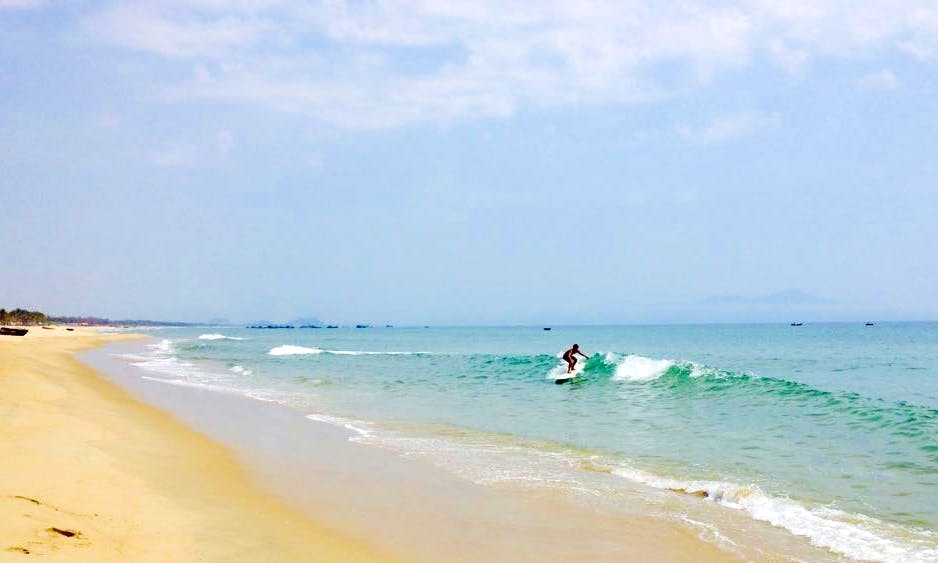 Surf Lessons in Đà Nẵng, Vietnam with Professional Instructor