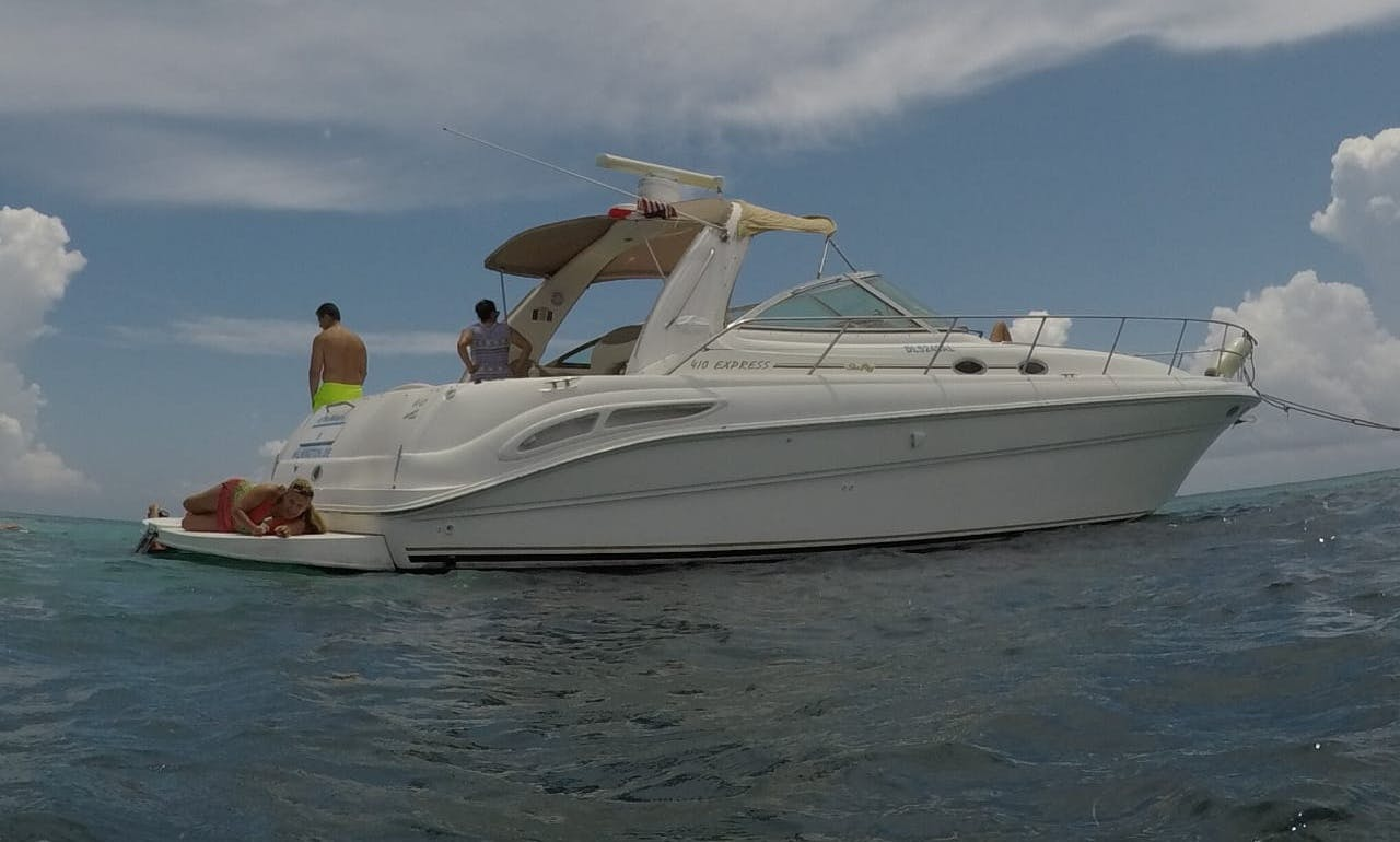 Luxury cuztomized recreational Fishing Tour for groups and familys from Cancun and Isla Mujeres up to 12 pax