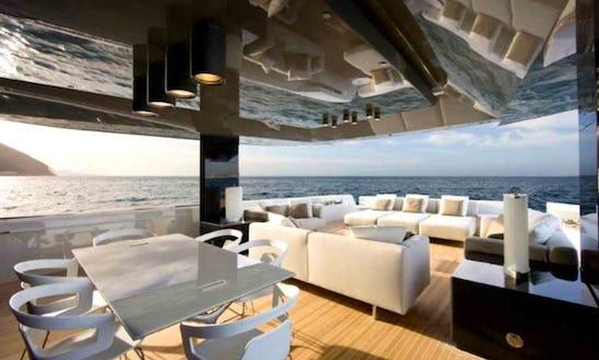 Cruising Catamaran Rental In Dominicus