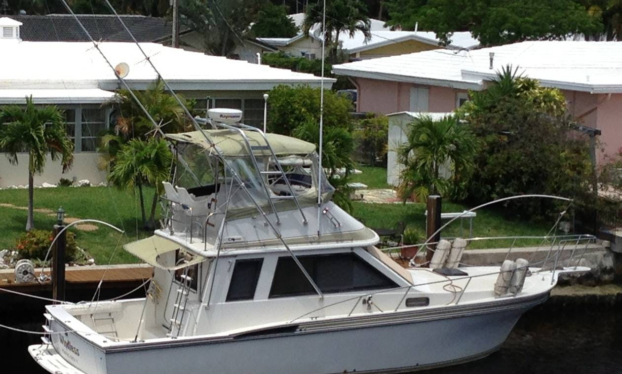 39' Californian Sports Fisherman Yacht Rental In Pompano Beach, Florida