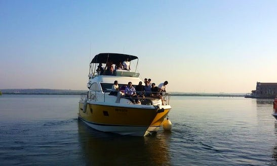 Motor Yacht - 15 People Capacity In Britona, Goa