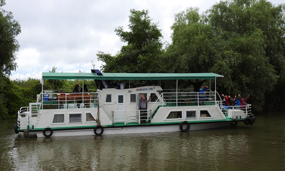 Classic boat Pelicanul - 12 pers group tours - private on request