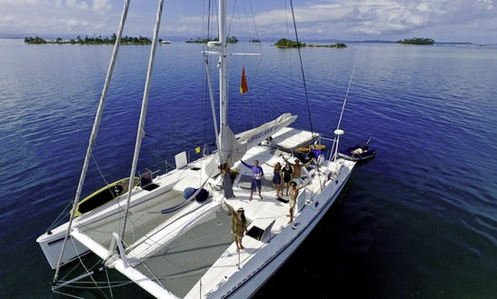 Expedition Catamaran For Charter In Belize