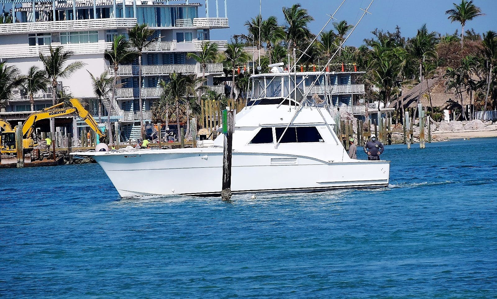 "42 ft Hatteras for charter in ""The Sportfishing Capital of the World"" Islamorada Fl"