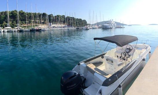 22' Motor Yacht Rental In Splitsko-dalmatinska županija, Croatia