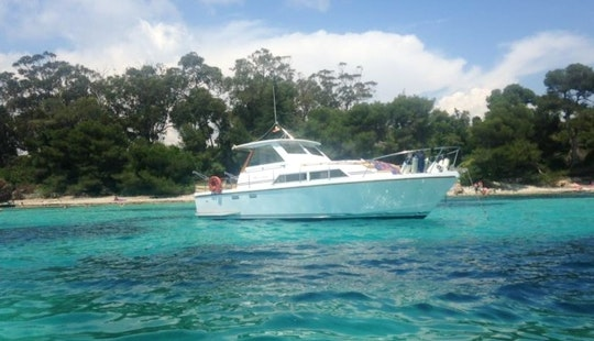 Captained 32 Ft Guy Couach Motor Yacht Day Charter For 8 People In Cannes, France