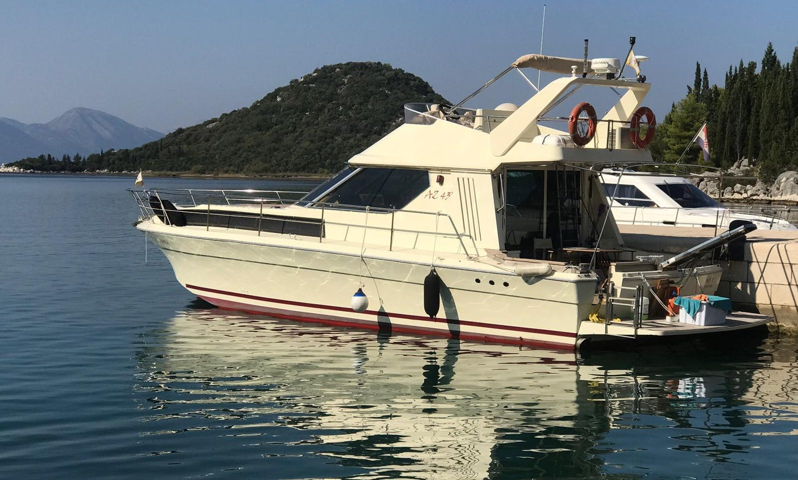 Charer a Azimut 43 Motor Yacht for 8 People in Opuzen