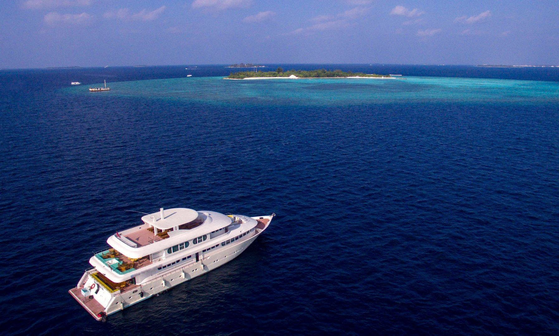 Diving Tour On-Board a Horizon 3 Mega Yacht for Up to 24 People in Malé, Maldives