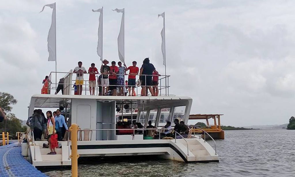 4 Hours Thrilling Adventure Boat Cruise in Goa