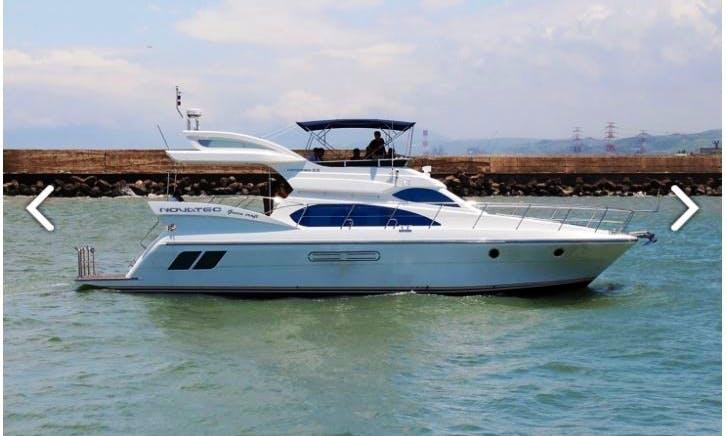 58' Luxury Yacht for 20 people at Xingda Marina, Taiwan