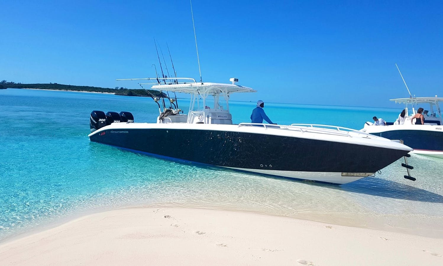 Charter On 39' Midnight Express Powerboat In Nassau, The Bahamas