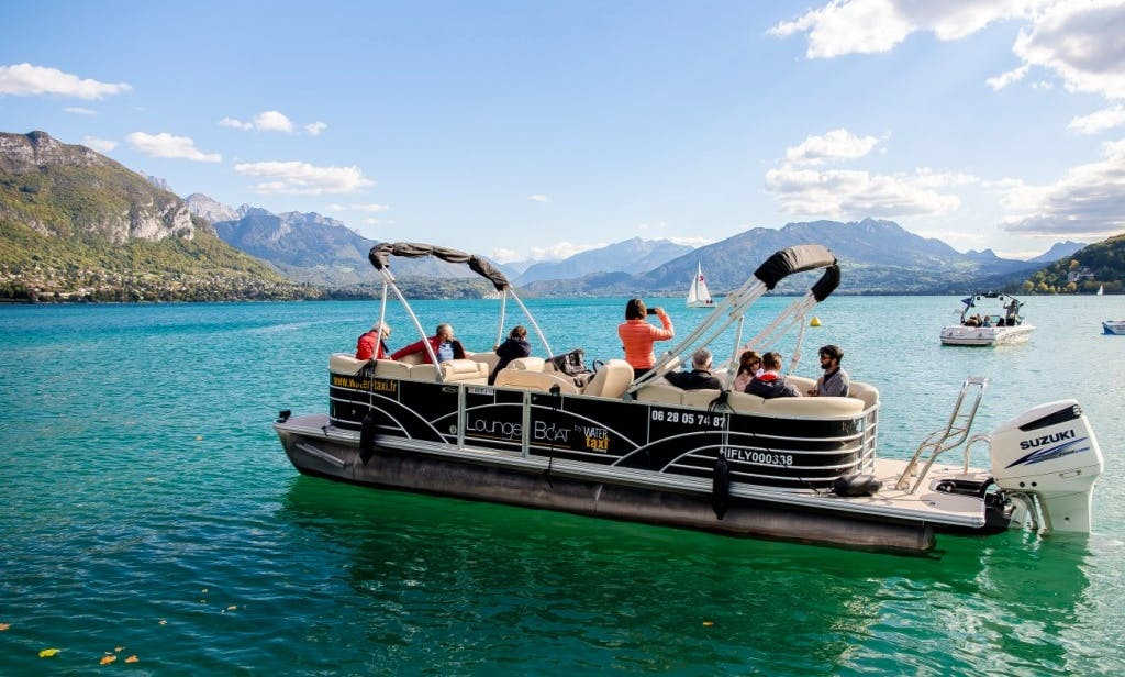 Lounge Boat with pilot rental in Annecy