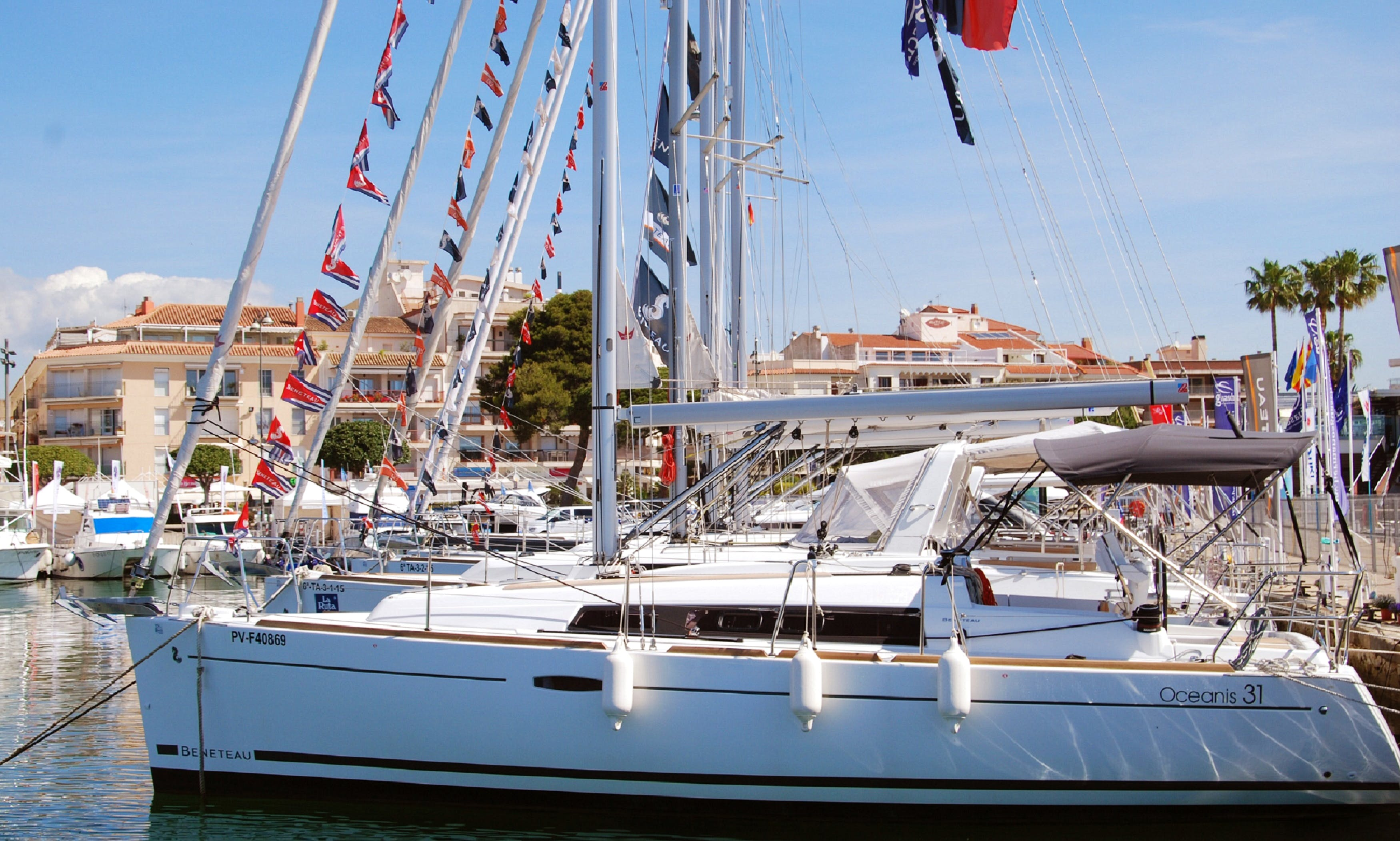 Charter this Beneteau Oceanis 31 Sailboat in l'estartit, Costa Brava.