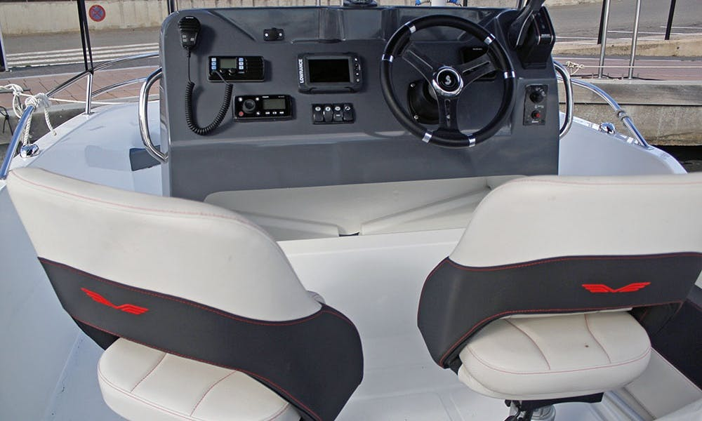 Rent the flyer 5.5 spacedeck boat in Cambrils, Spain