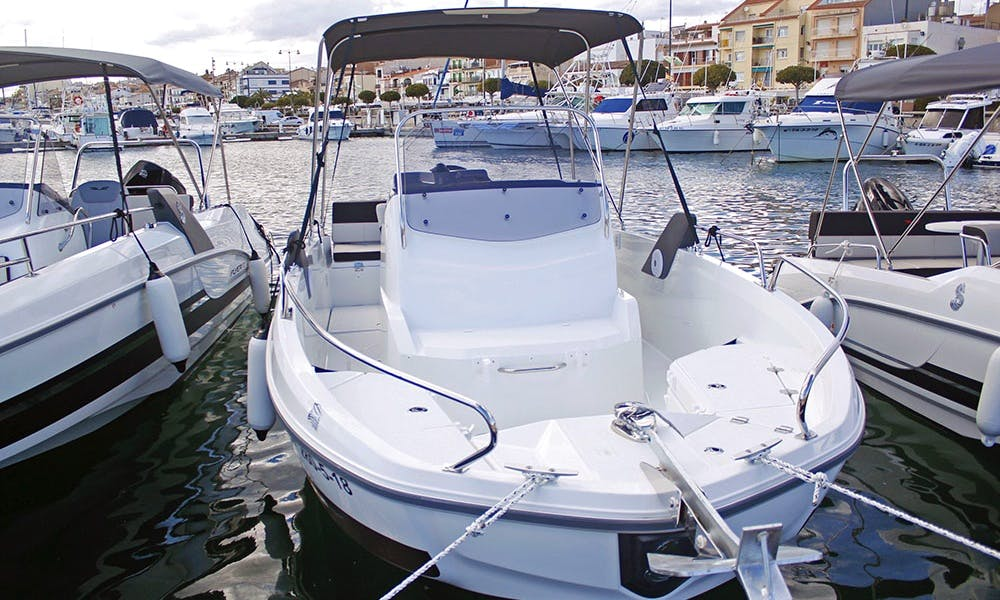 Rent the flyer 6.6 spacedeck powerboat in Cambrils, Catalunya