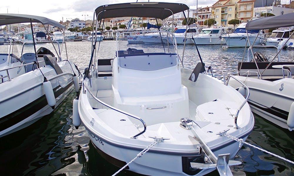 Rent the flyer 6.6 spacedeck powerboat in Cambrils, Catalunya