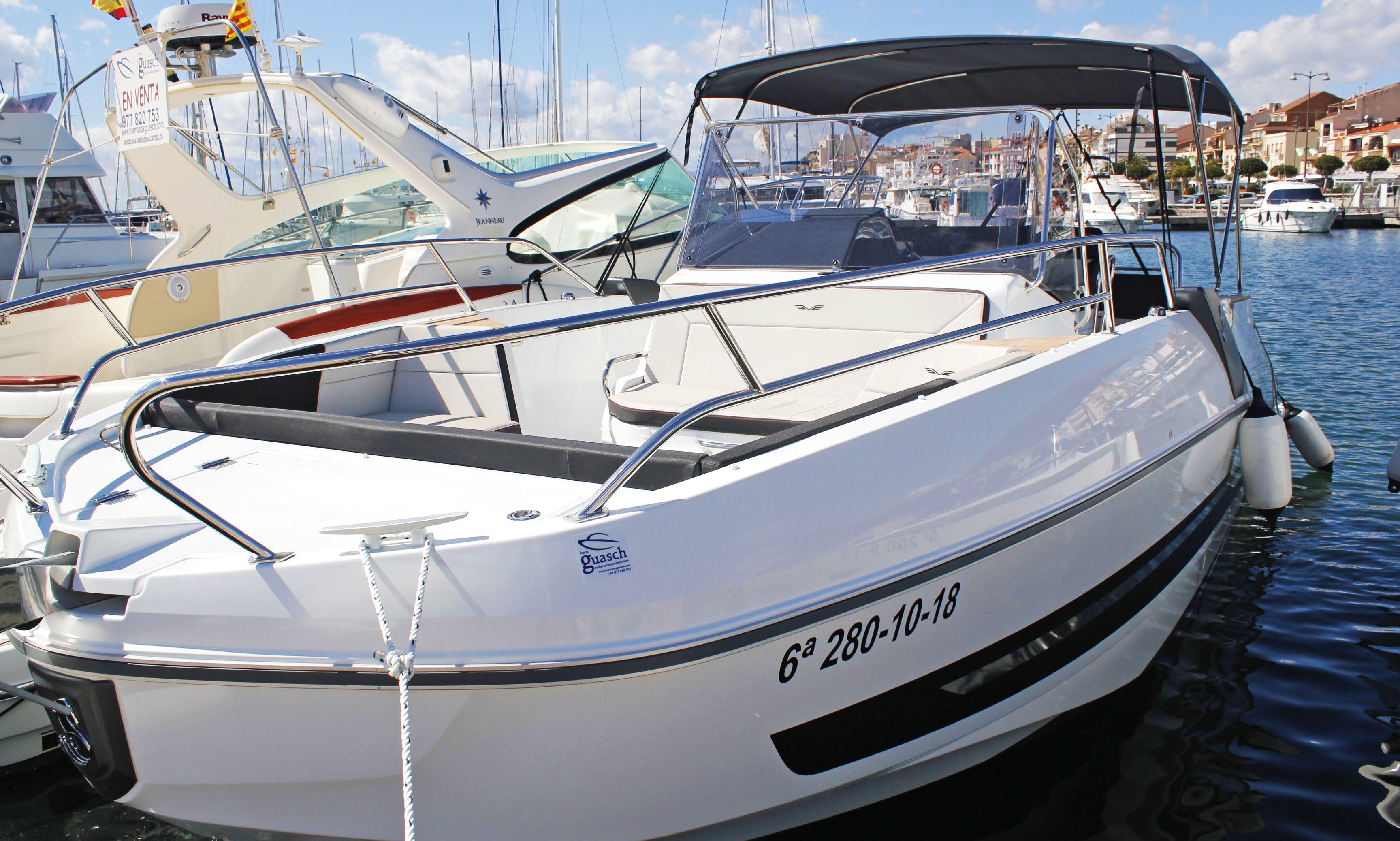 Rent the 2019 model Flyer 8.8 Spacedeck Boat in Cambrils, Catalunya