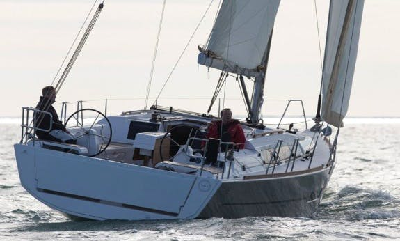 Charter The 2017 Dufour 382 Cruising Monohull In Hamble-le-Rice, England