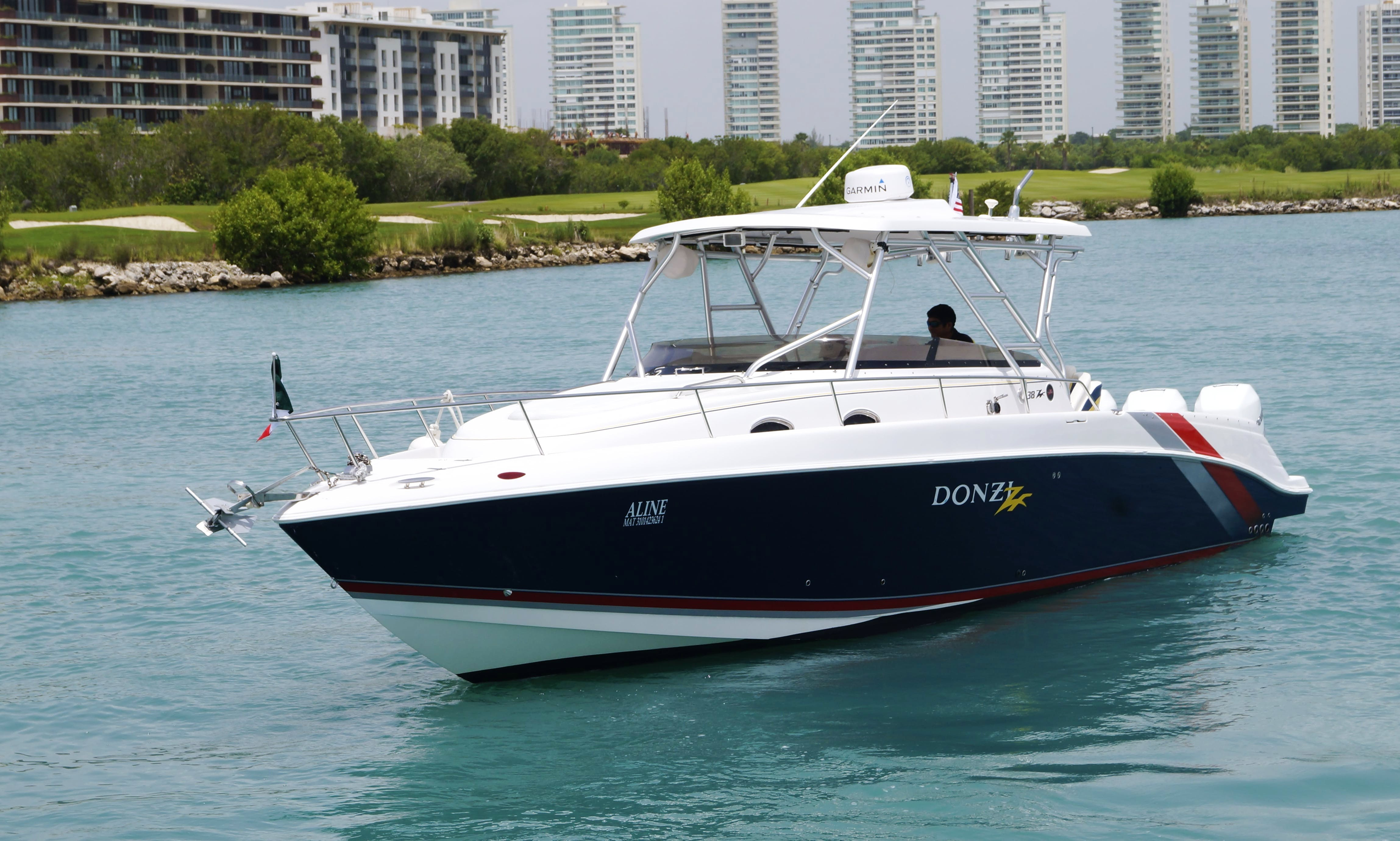 Charter 38' Donzi Motor Yacht in Cancún, Mexico
