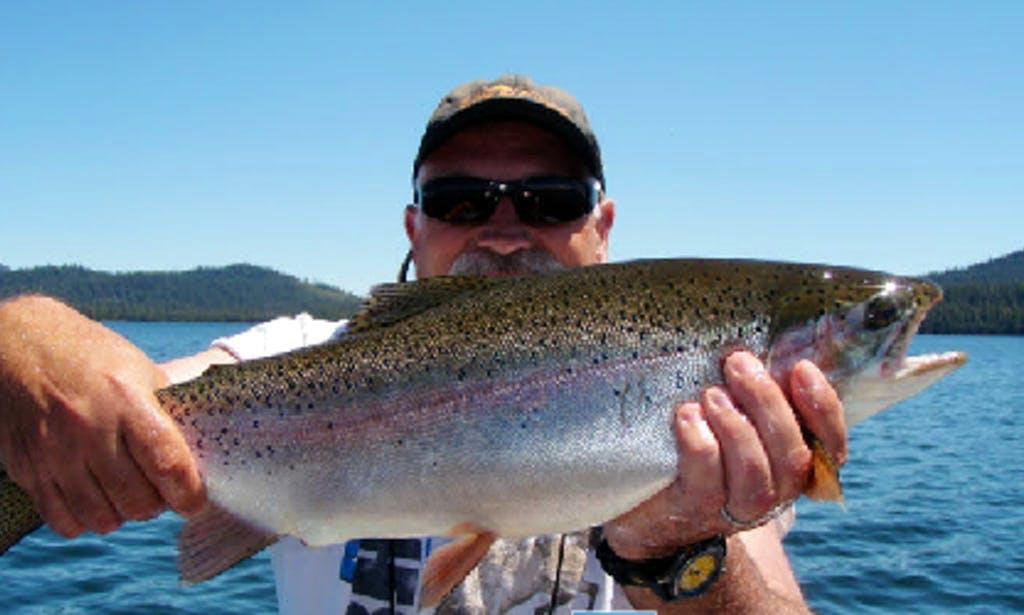 Pontoon fishing in Oregon