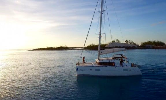 Lagoon 400 Sailing Catamaran for 11 People in Nassau, The Bahamas