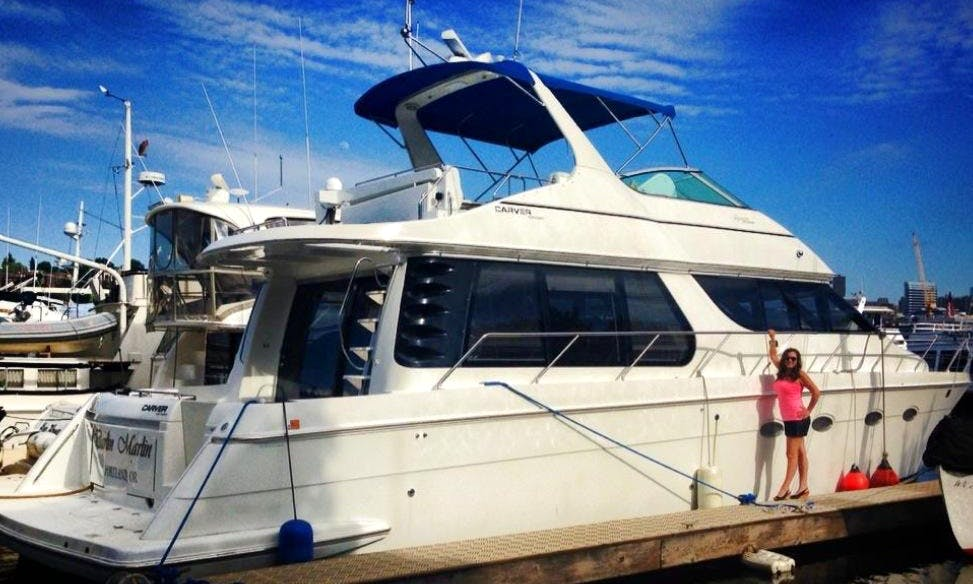 53ft Carver Voyager Motor Yacht Rental In Seattle, Washington