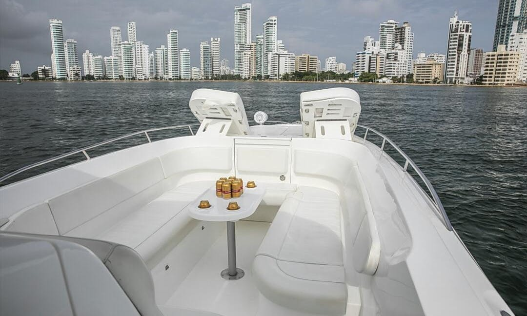 Private Charter onboard Bravo 410 Center Console for 8 People in Cartagena