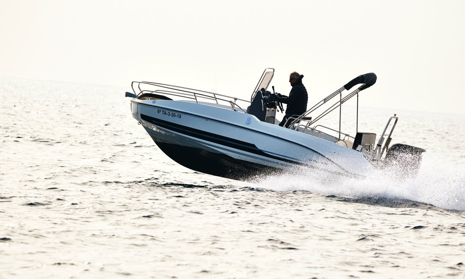Hire a Beneteau Flyer 5.5 Motor Boat in Barcelona