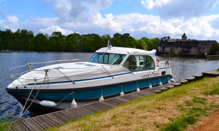 Canal boat to explore Anjou (6/9 persons)