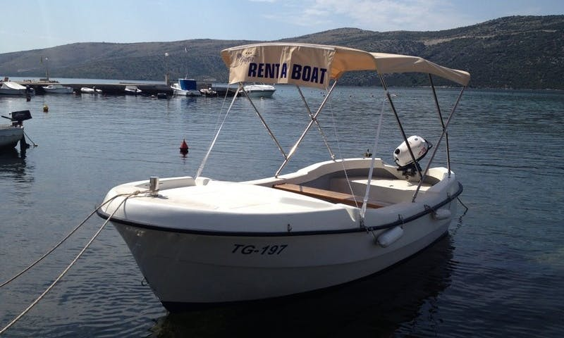 Rent the Plovid 500 Powerboat with 6 Hp Yamaha outboard in Marina