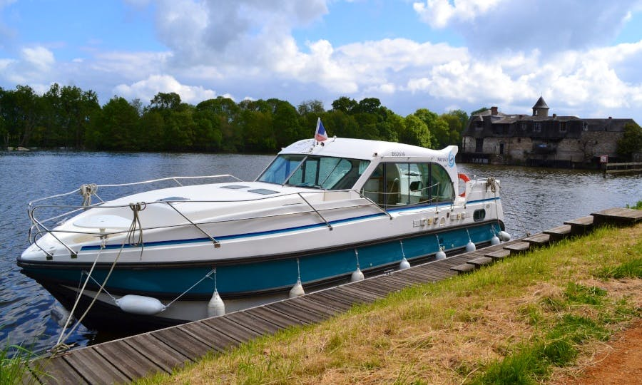 Rent the Nicols 1100 Canal Boat to Explore Anjou (6/9 persons)
