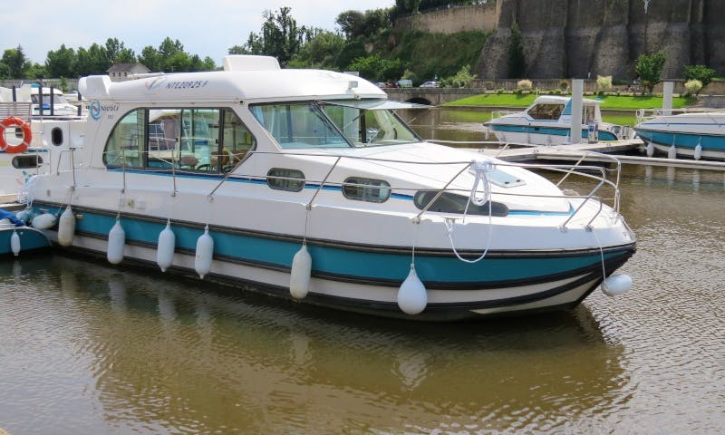 Canal Boat to explore Anjou (4/8 persons)