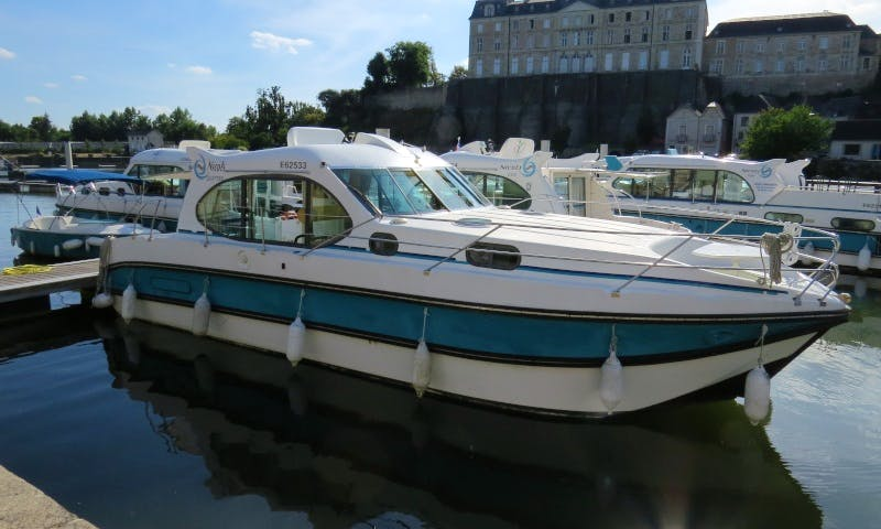 Canal Yacht to explore Anjou (4/6 persons)