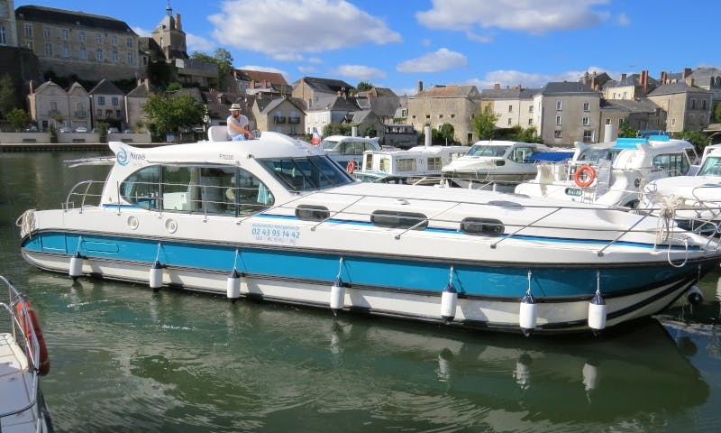 Canal Yacht to explore Anjou (8/10 persons)