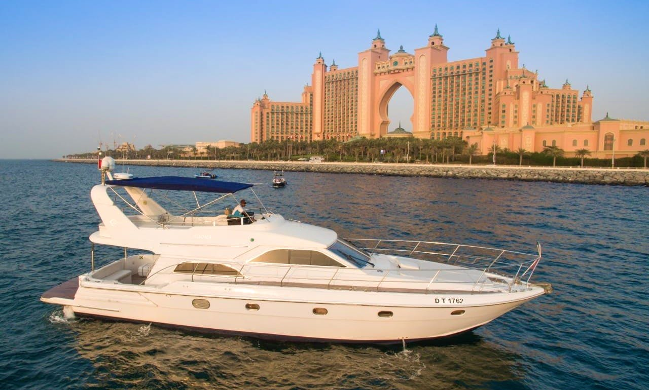 Motor Yacht rental in Dubai
