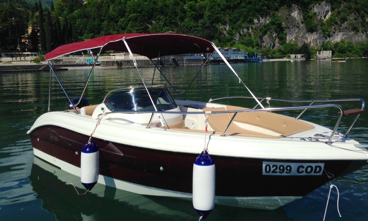AS 590 DELUX  Deck Boat Rental for 8 People in Menaggio, Italy